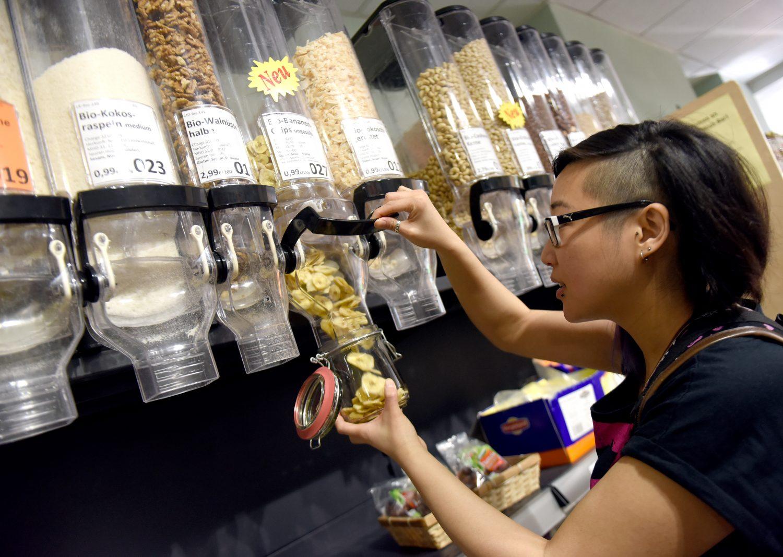 Comprar a granel e levar os próprios potes: lixo zero (Foto Caroline Seidel /dpa/AFP