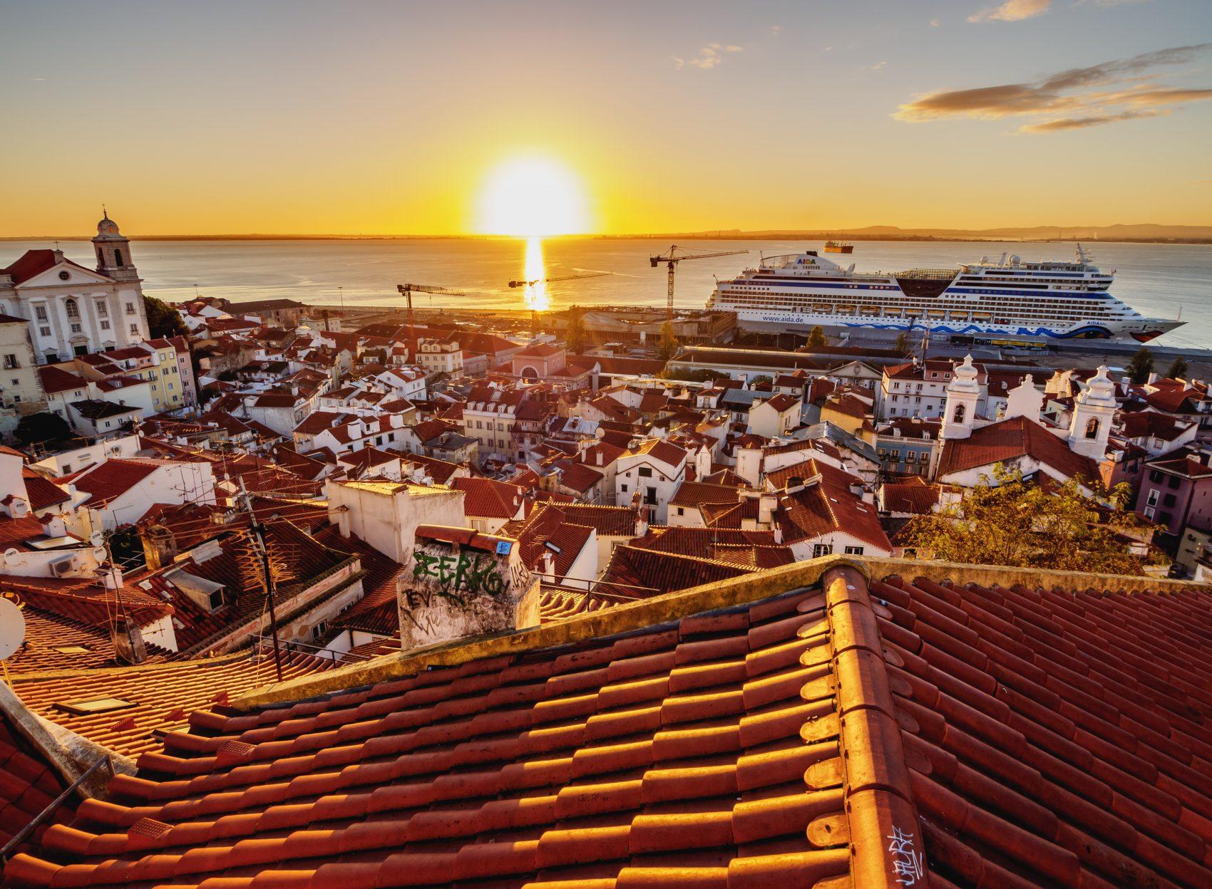 Miradouro das Portas do Sol: vista da Alfama, um dos bairros em que os aluguéis mais subiram em Lisboa (Karol Kozlowski/ / Robert Harding Heritage