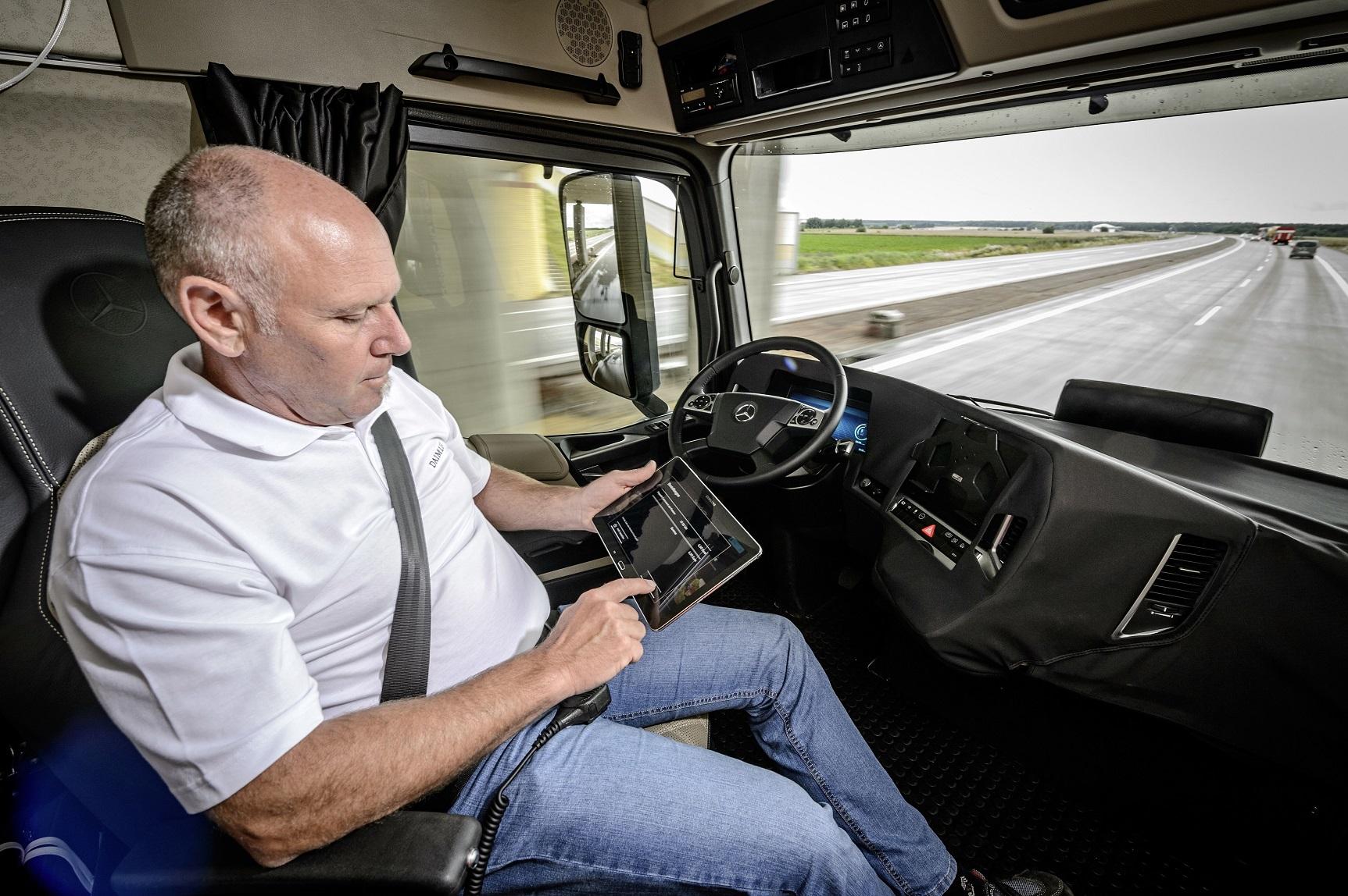 Empresas tradicionais do ramo como Mercedes, Volvo e DAF estão desenvolvendo sistemas autônomos para seus produtos. Foto Divulgação/Mercedes Benz