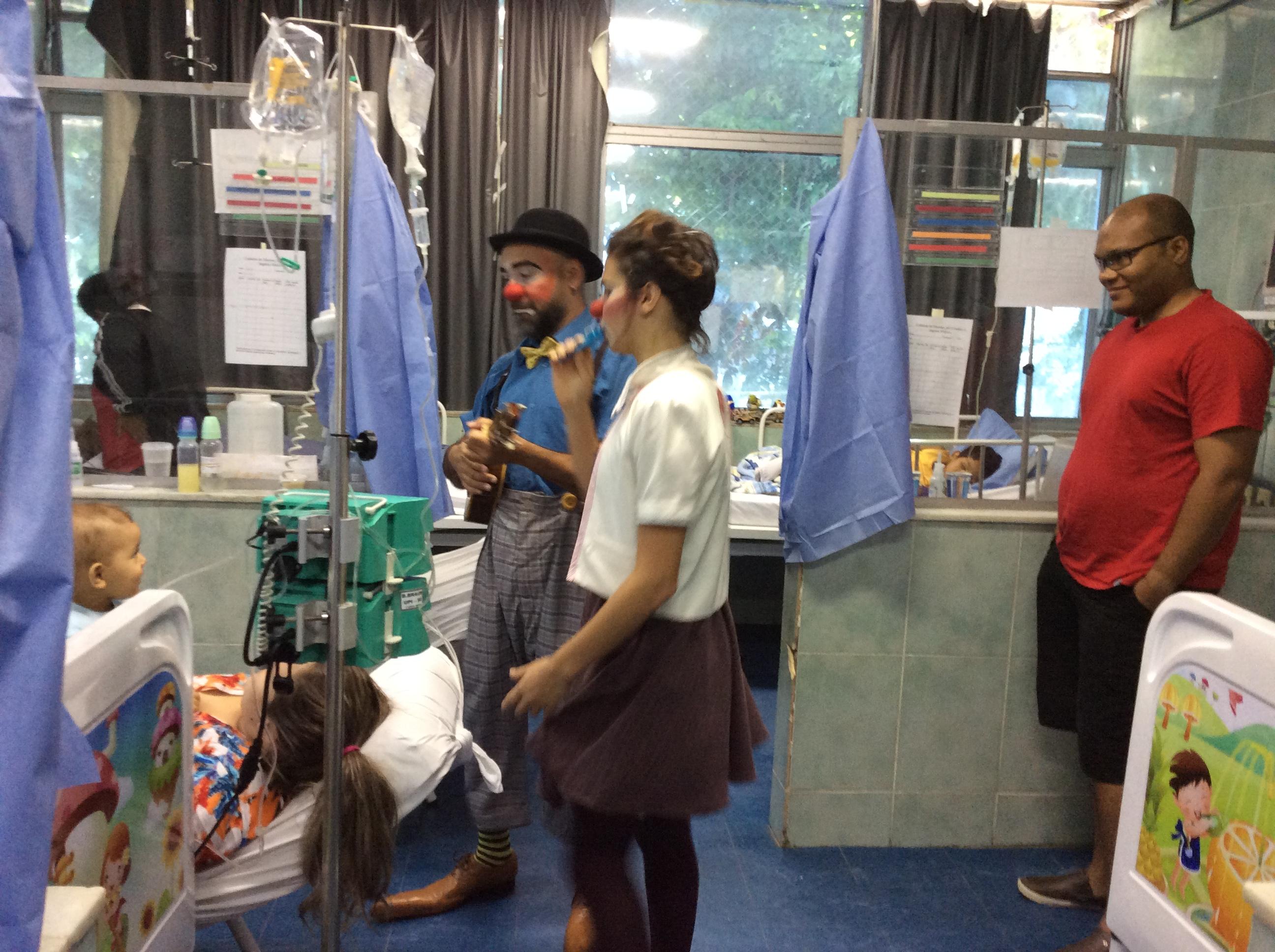 Dupla de palhaco no hospital. Foto de Wilson Aquino