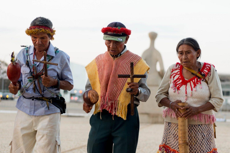 Protesto indigena em frente ao STF. Foto de Tiago Miotto/Cimi