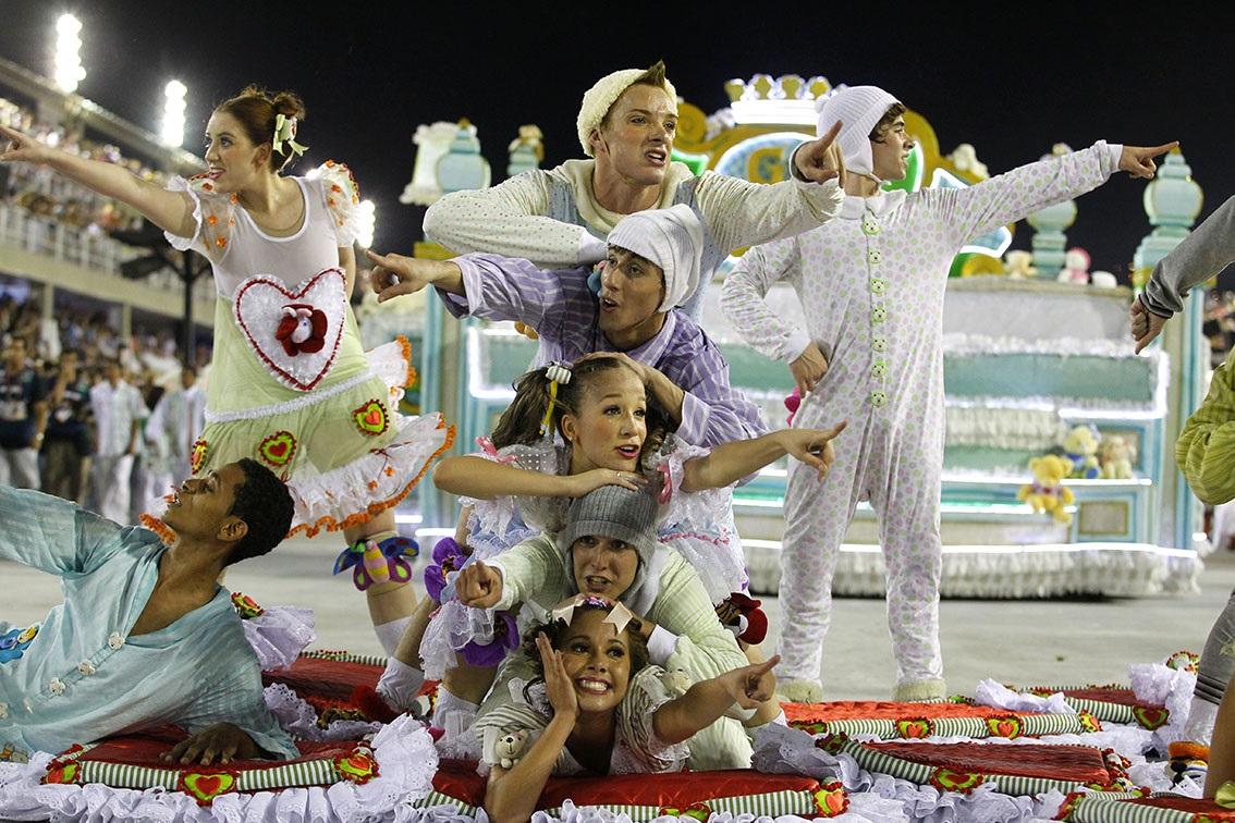 Desvinculado de suas ligações mais fortes com as áfricas e as macumbas, o samba aliou-se no imaginário popular a uma mítica alegria brasileira. Foto Custódio Coimbra
