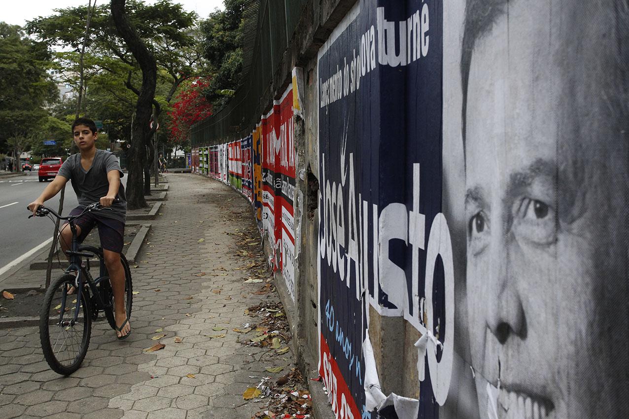 Quando a calçada vira ciclovia no Rio (Foto Custodio Coimbra)
