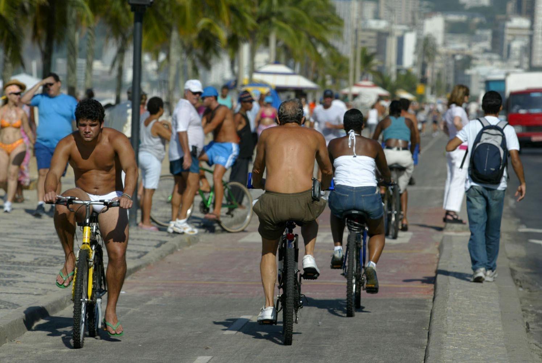 Correr na Lagoa ou flanar no calçadão da orla aos domingos viraram utopias cariocas. Foto Custódio Coimbra