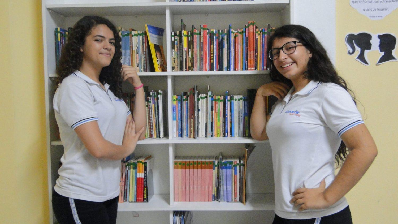 As amigas Laís e .... : acreditam na responsabilidade do aluno para alcançar o sucesso na escola (Foto Levi de Freitas)