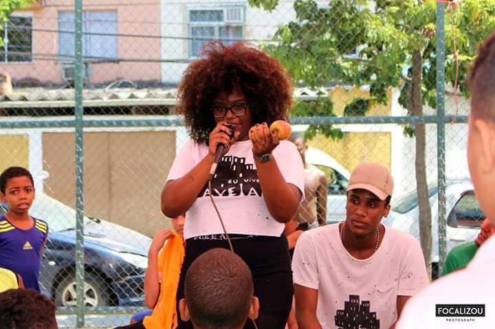 Laís Santos: ela participa de um grupo que luta contra o racismo e também a evasão escolar (Foto: arquivo pessoal)