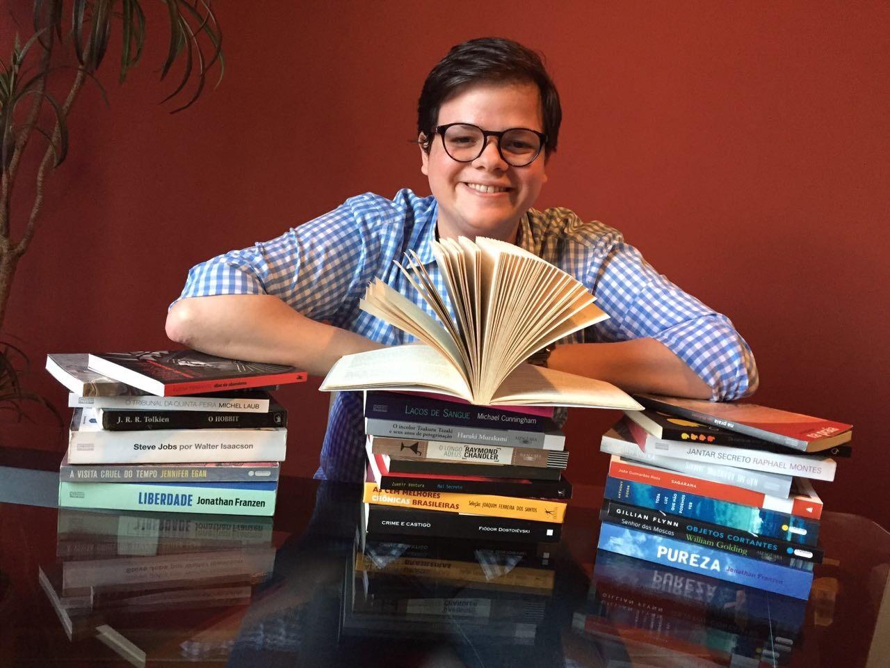 O jovem Pedro Henrique Teixeira e a sua maior paixão: os livros