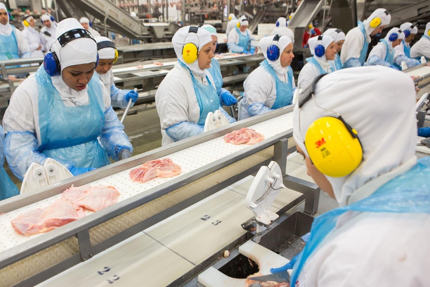 Só 41% das mulheres, com filhos menores de 1 ano, conseguem continuar empregadas. Foto Rodrigo Fonseca/AFP
