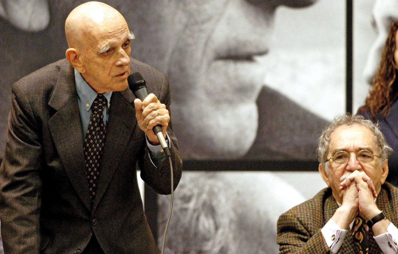 Rubem Fonseca e Gabriel Garcia Marquez durante uma entrevista coletiva no México. Foto Hector Guerrero