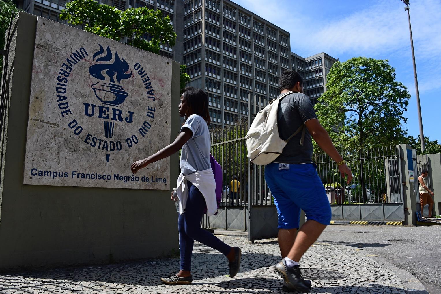 Aos 66 anos, a UERJ oferece 33 cursos de graduação, 54 de mestrado, 42 de doutorado e 142 de especialização. Foto Tasso Marcelo/AFP