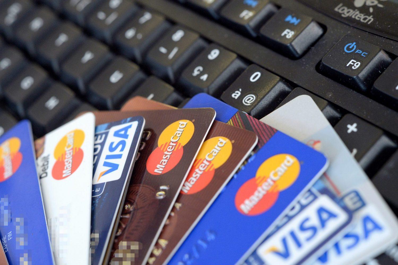 O que importa, na navegação na rede, é o cartão de crédito válido. Foto: Damien Meyer/AFP Photo