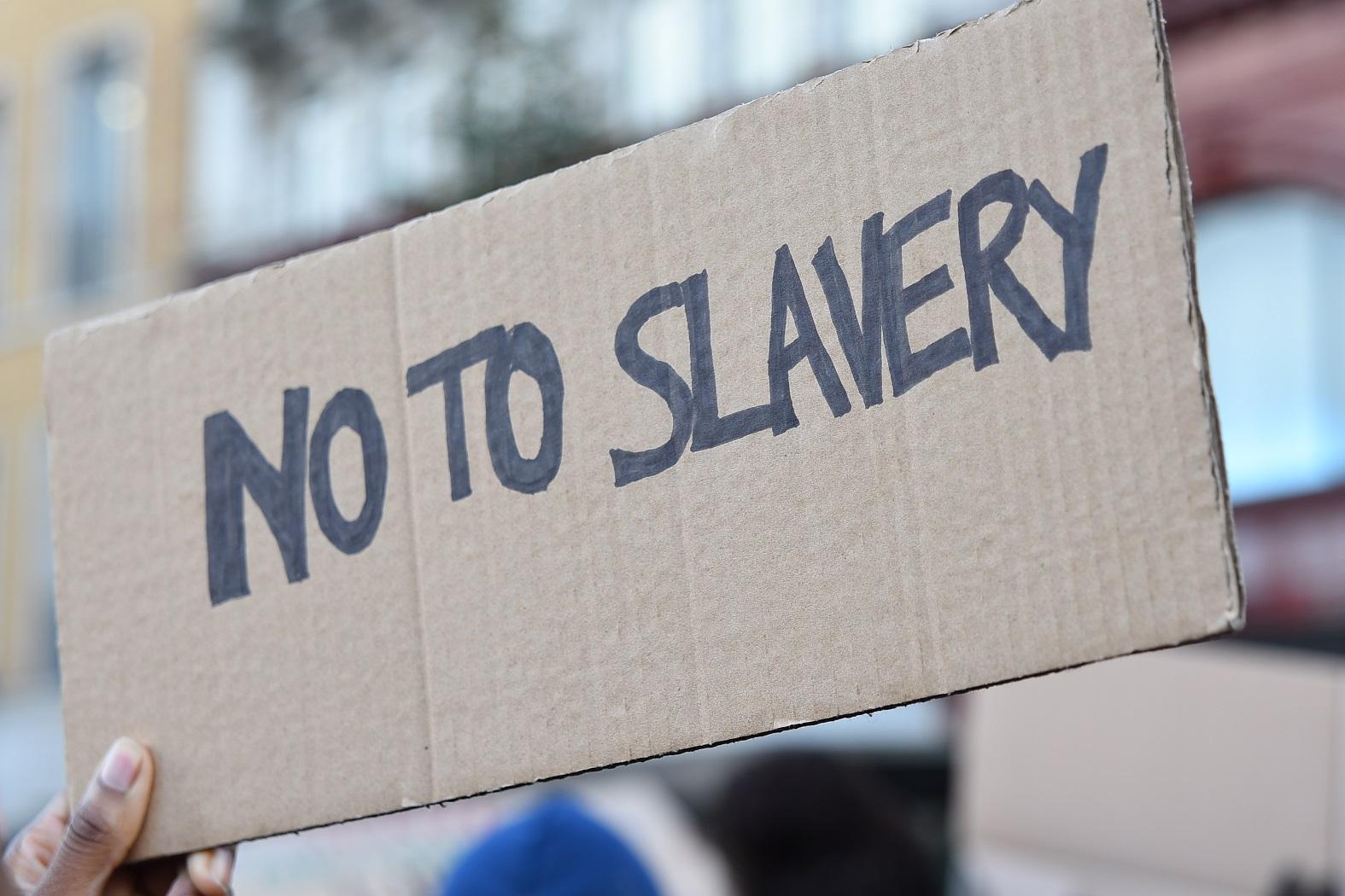 Protesto em Londres contra a escravidão na Líbia. Foto Alberto Pezzali/NurPhoto