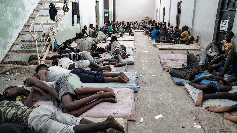 Centro para detenção de imigrantes na Líbia. Foto Taha Jawashi/AFP