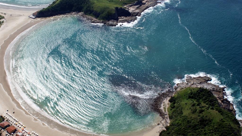 A bela praia das Conchas, em Cabo Frio, também ficou entre as mais votadas. Foto Ernesto Galiotto