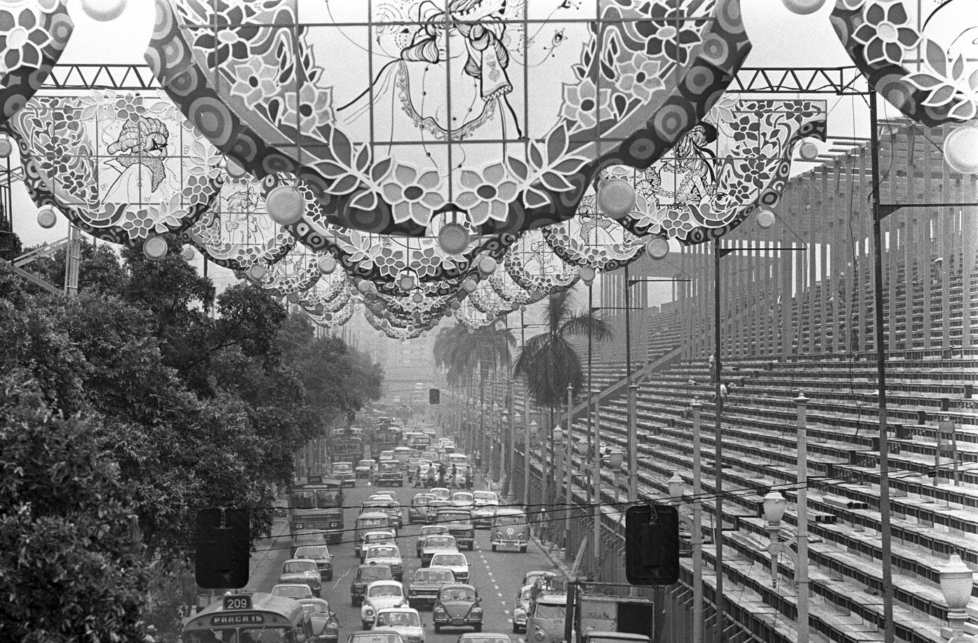 A Presidente Vargas. no Carnaval, em 1976: fim da tradição de colorir as ruas da cidade. Foto Arquivo / Agência O Globo