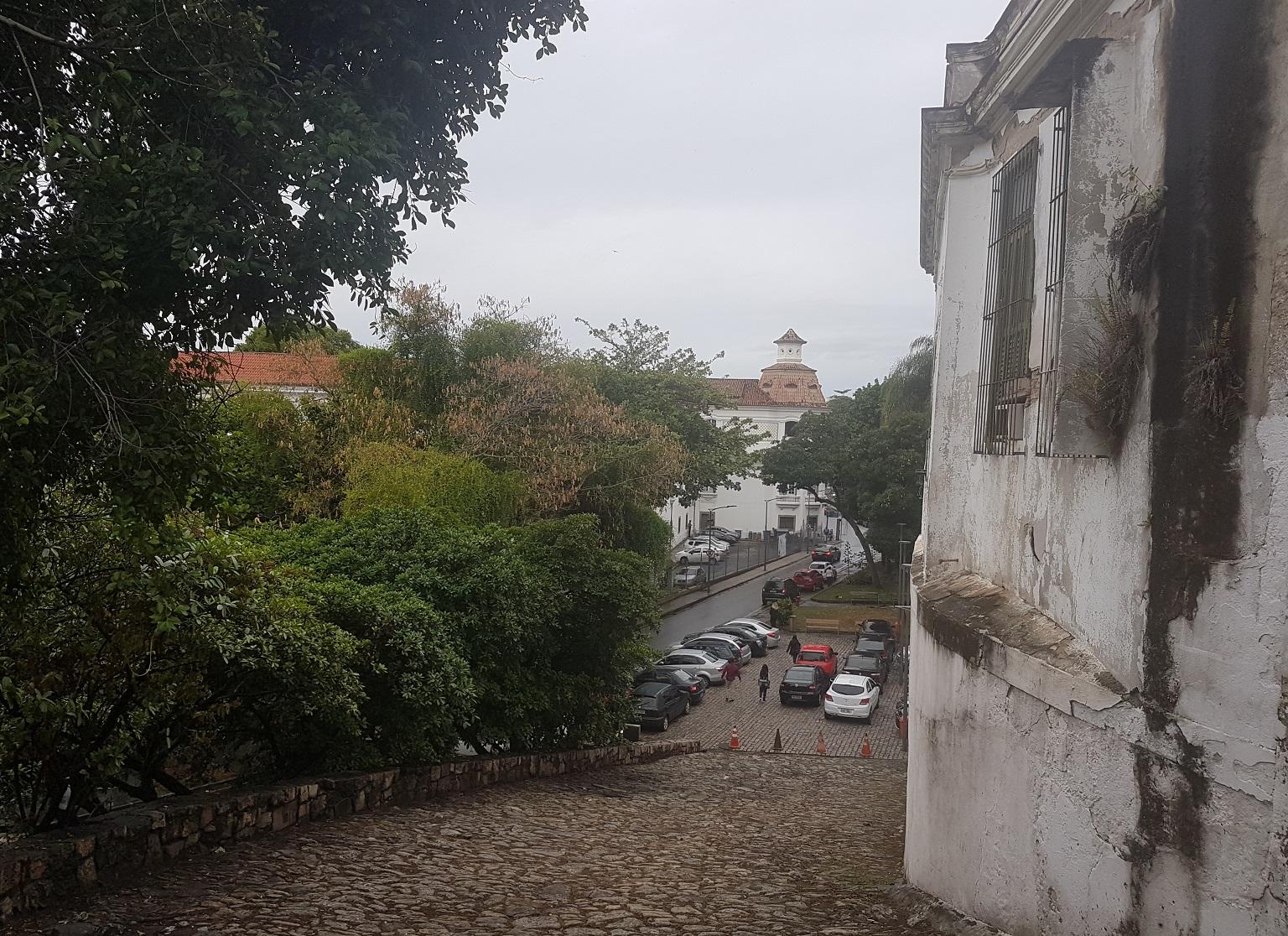 Ladeira da Misericórdia, a mais antiga via da cidade, acesso principal ao primeiro centro urbano carioca , o Morro do Castelo. Foto Oscar Valporto