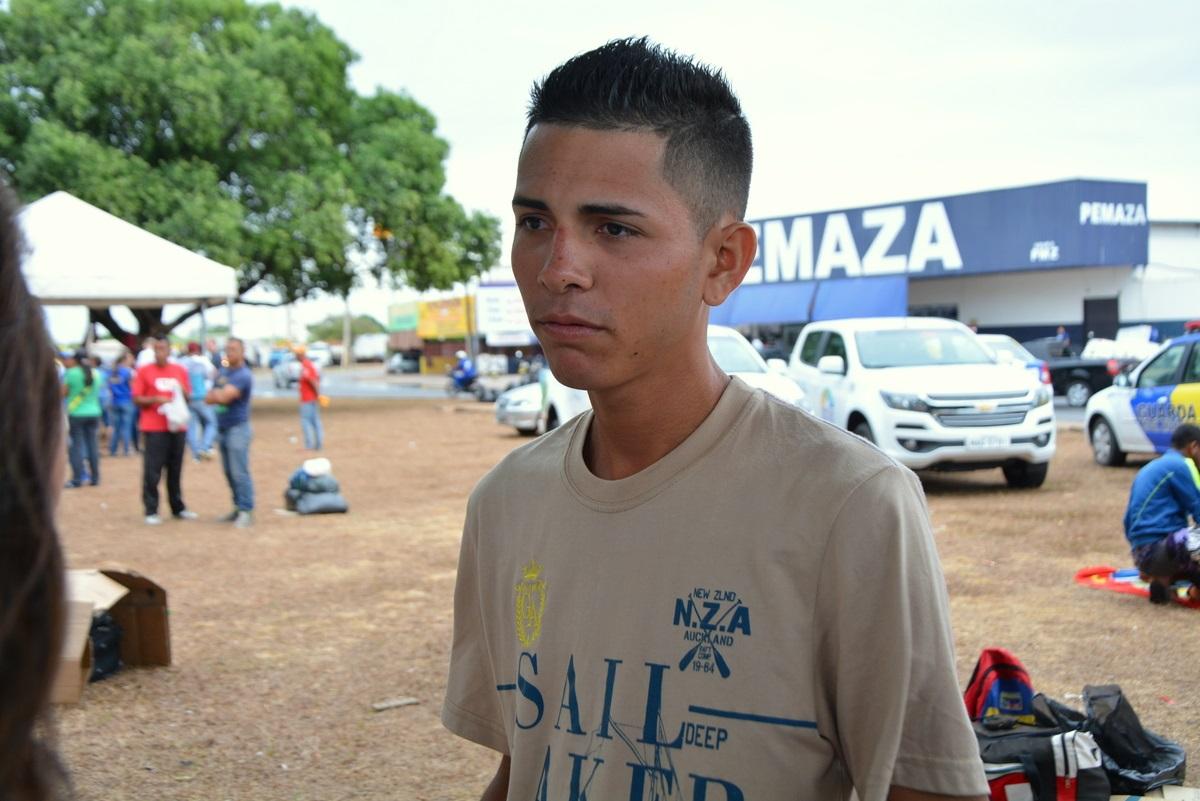 Joruins Martínez, de 22 anos, veio caminhando de Puerto Ordaz, na Venezuela, até o município de Pacaraima, em Roraima. Foto Charles Wellington