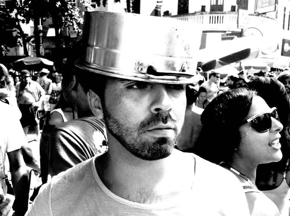 Breno Motta, 32 anos, ator