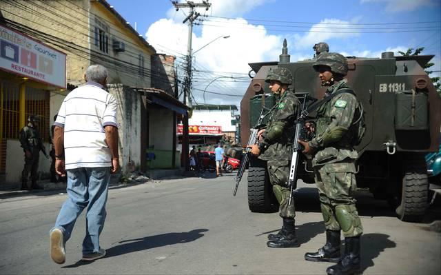 O Exército na Maré, em 2014: ação só levou medo à favela. Foto de Fernando Frazão (Agência Brasil)