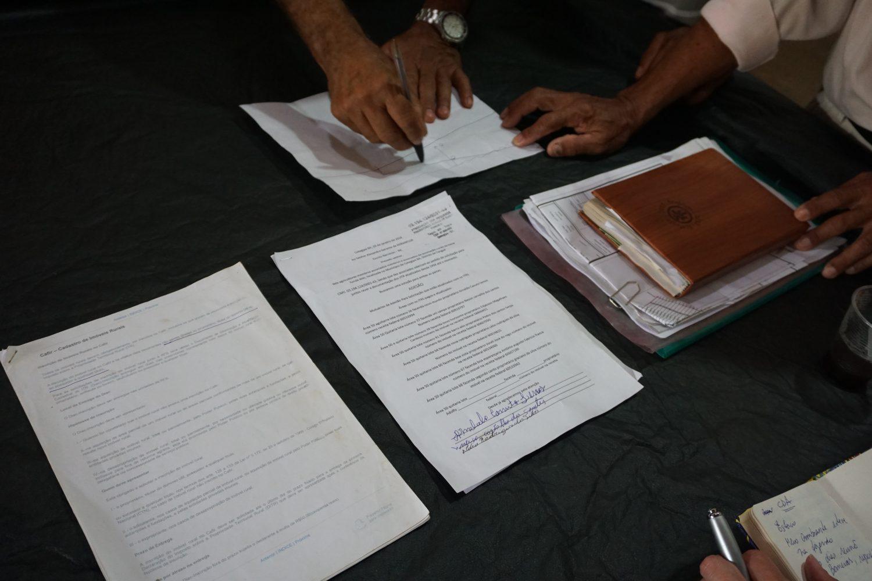 A pasta de documentos dos agricultores que lutam para recuperr suas terras (Alicia Prager)