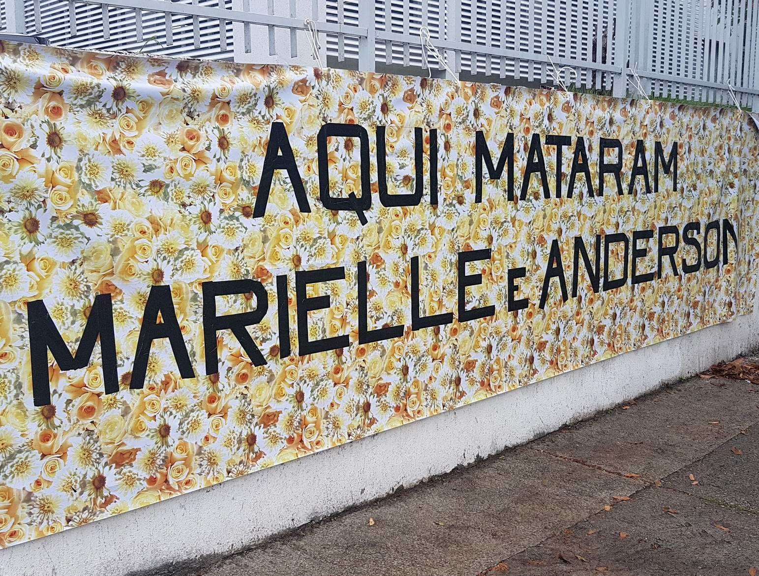 Homenagens na esquina do Estácio onde Marielle e Anderson foram executados. Foto Oscar Valporto