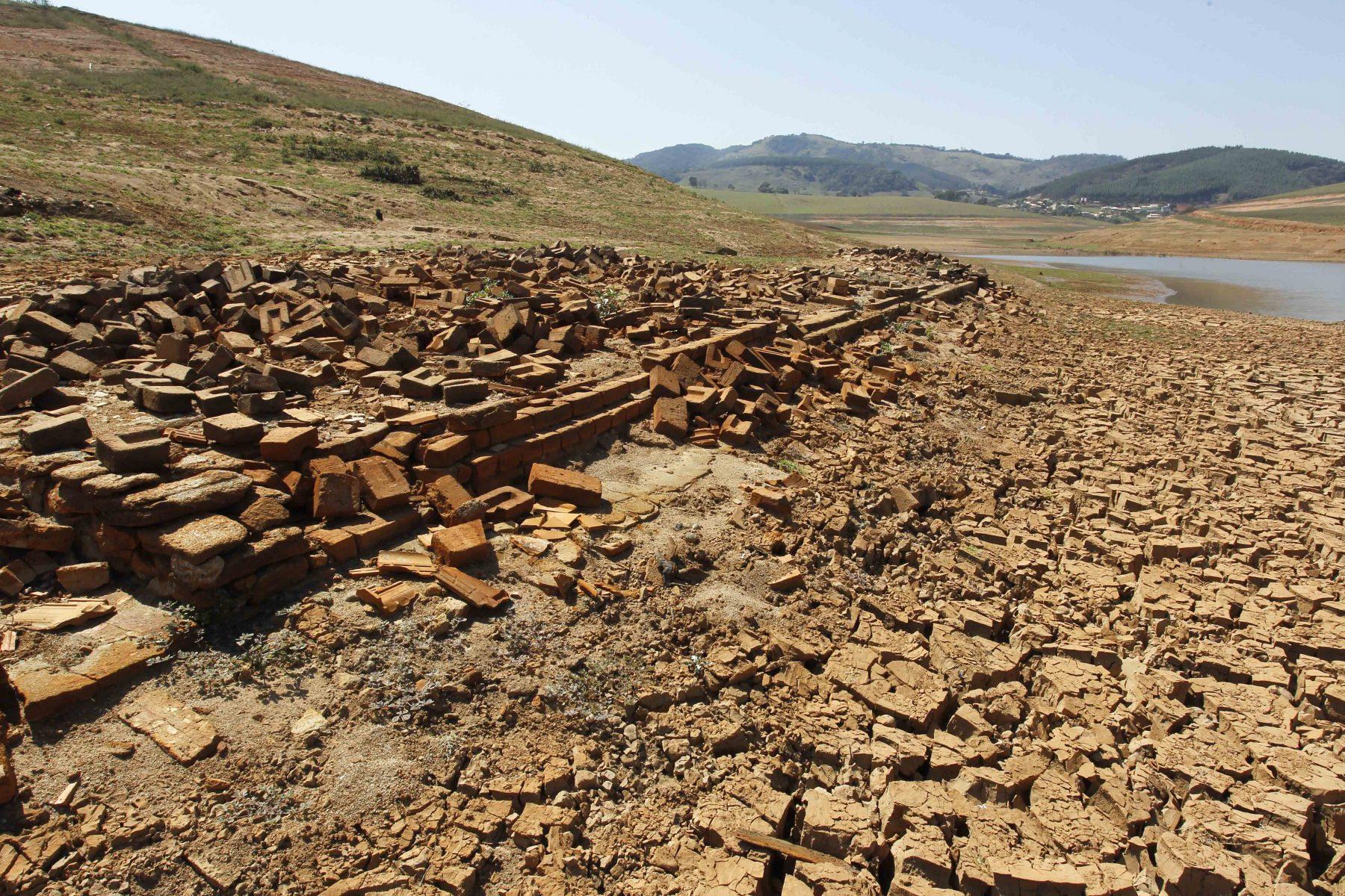 Seca no rio Jacareí. Foto de Paulo Fischer/ AFP
