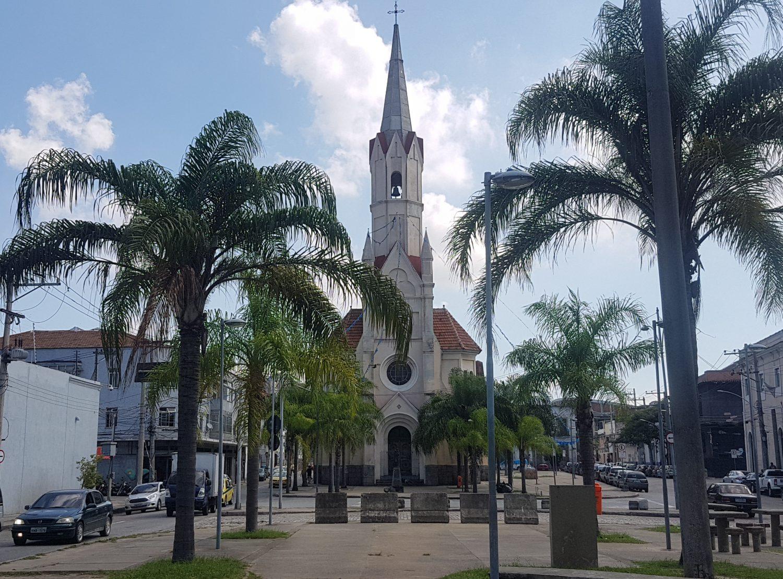 A igrejinha de São Cristóvão, hoje, bem longe do mar (Foto Oscar Valporto)