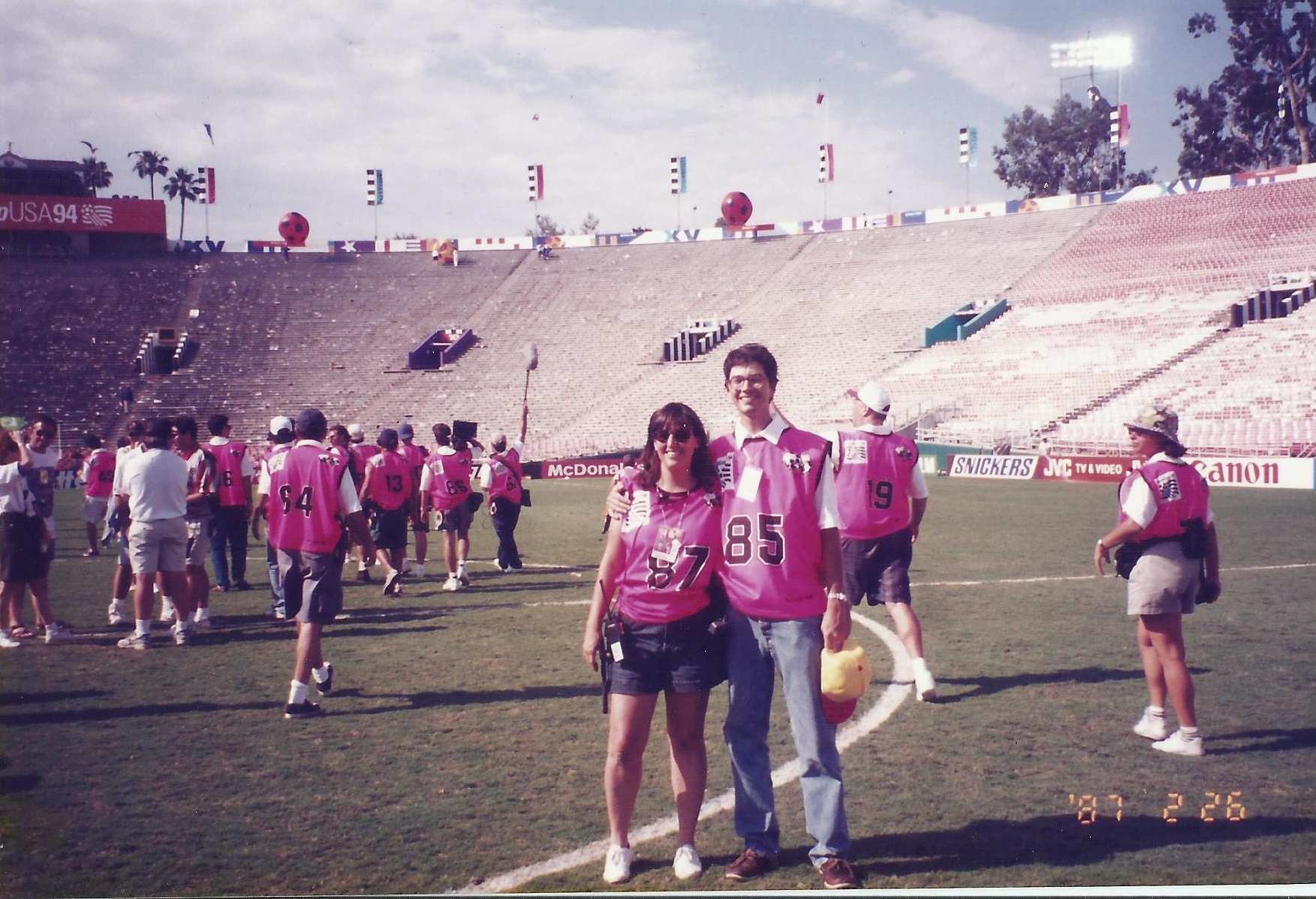Mariucha na Copa de 1994, na equipe do filme oficial do evento (Foto arquivo pessoal)