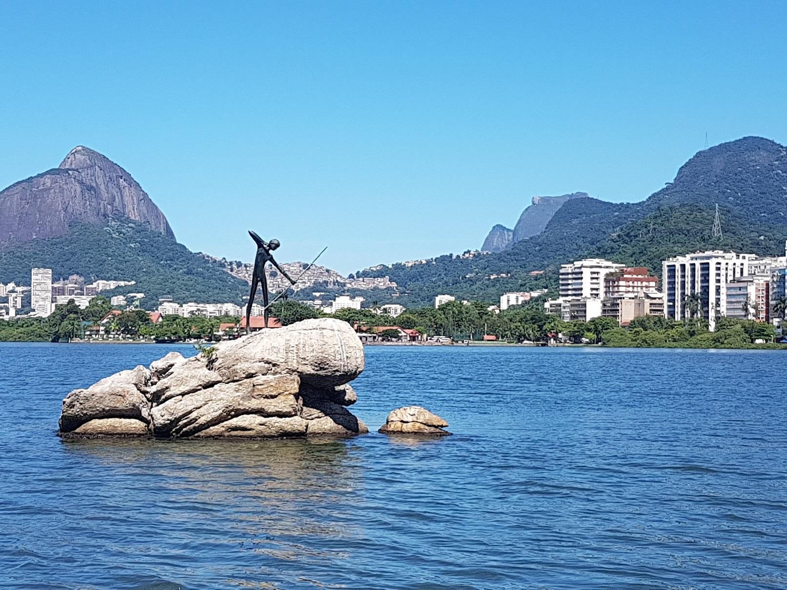 A estátua do Curumim é a única homenagem aos primeiros moradores que sequer conseguiram deixar de herança um nome indígena para o lugar. Foto Oscar Valporto