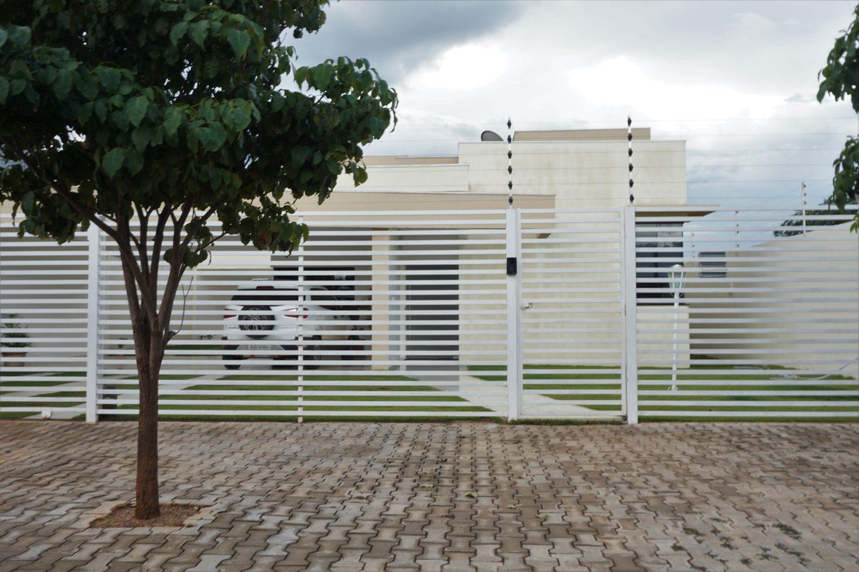 Em Jardim Paraíso, bairro de classe média alta, belas casas convivem com ruas sem pavimentação (Foto Alicia Prager)
