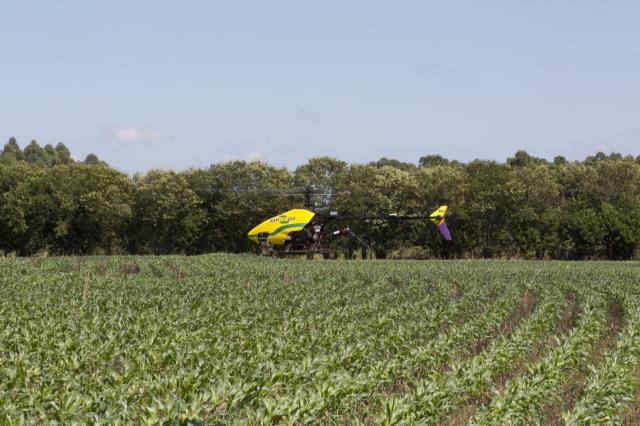 O uso de drones auxilia na captação de imagens que ajuda na análise do solo e da plantação. Foto: Embrapa
