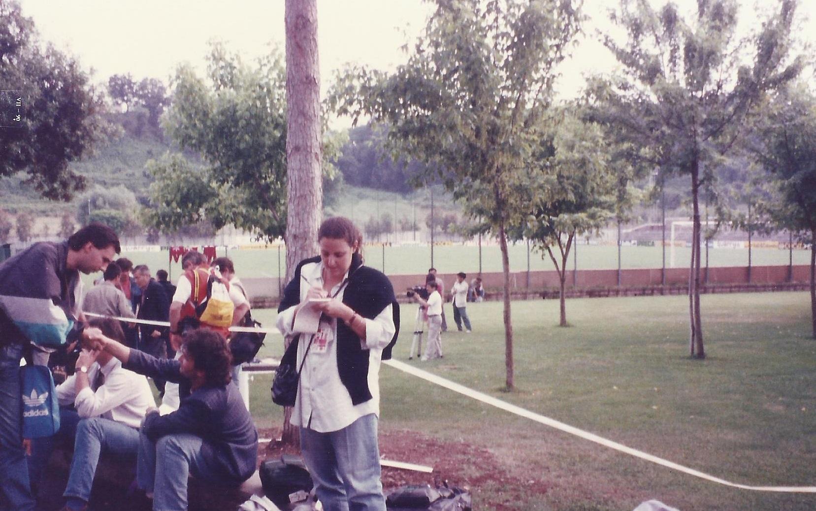 Treino da Copa do Mundo de 1990: primeira repórter de jornal a cobrir o evento (Foto arquivo pessoal)
