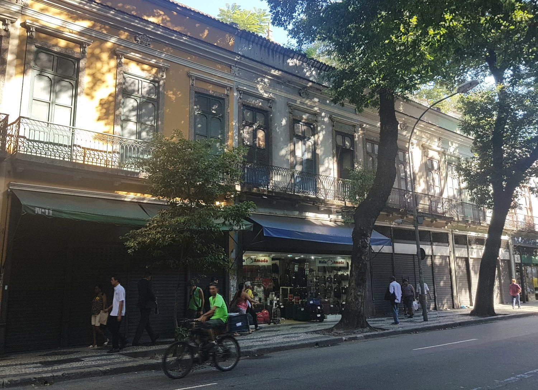 Lojas fechadas na Rua da Carioca: colunista contou 22 antes do Bar Luiz (Foto Oscar Valporto)