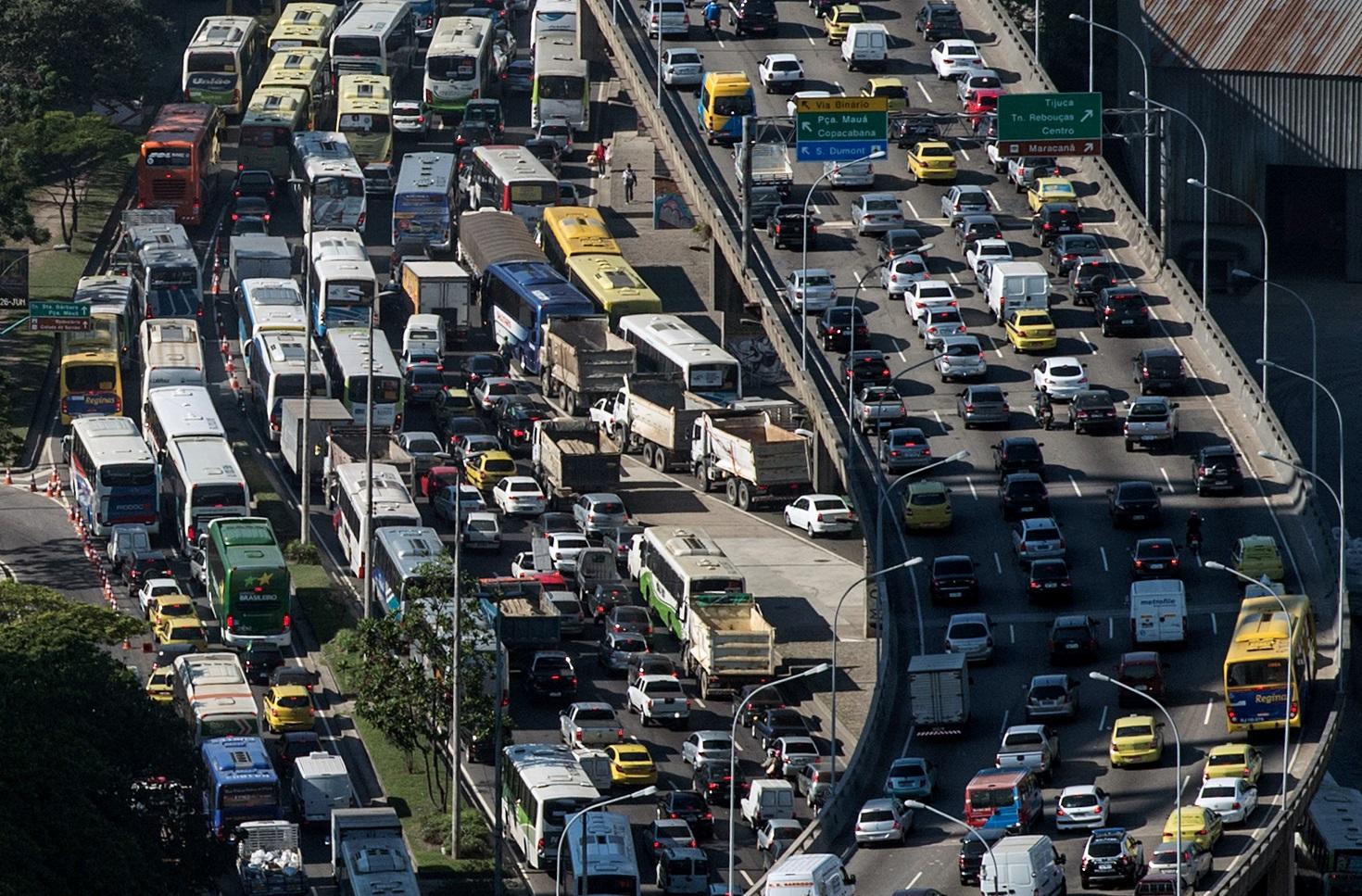O transporte individual responde por 77% do total de emissões de gases de efeito estufa do setor de transporte de passageiros. Foto Yasuyoshi Chiba/AFP