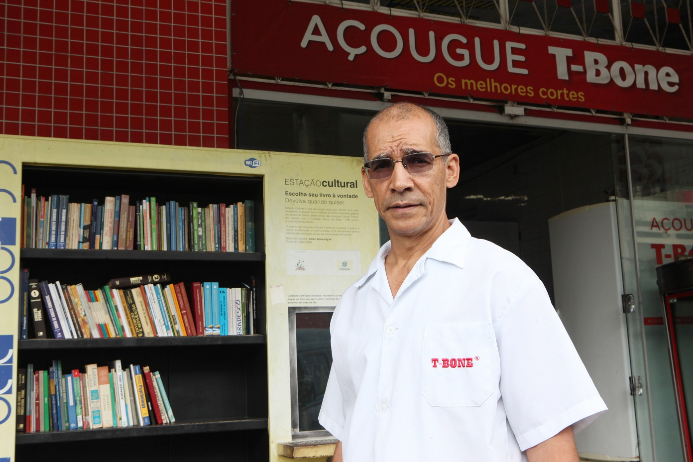 Amorim morou cerca de 15 anos nos fundos do açougue e chegou a ler 15 livros por mês depois de alfabetizado, aos 16 anos. Foto Divulgação