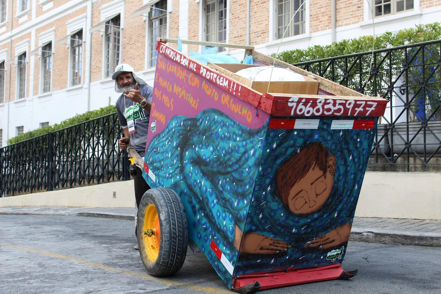 O Cataki, que custou R$ 160 mil, funciona em 65 cidades e envolve cerca de 400 catadores. Foto Divulgação