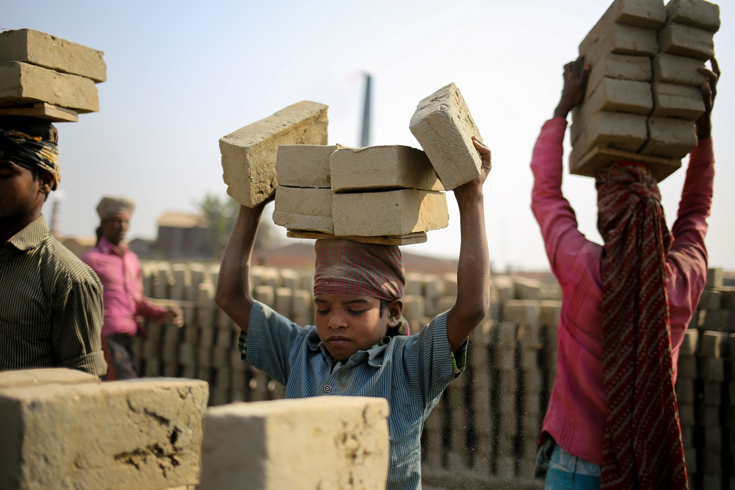 A crescente urbanização e o trabalho infantil estão entre as ameaças. Foto Mohammad Ponir Hossain/NurPhoto
