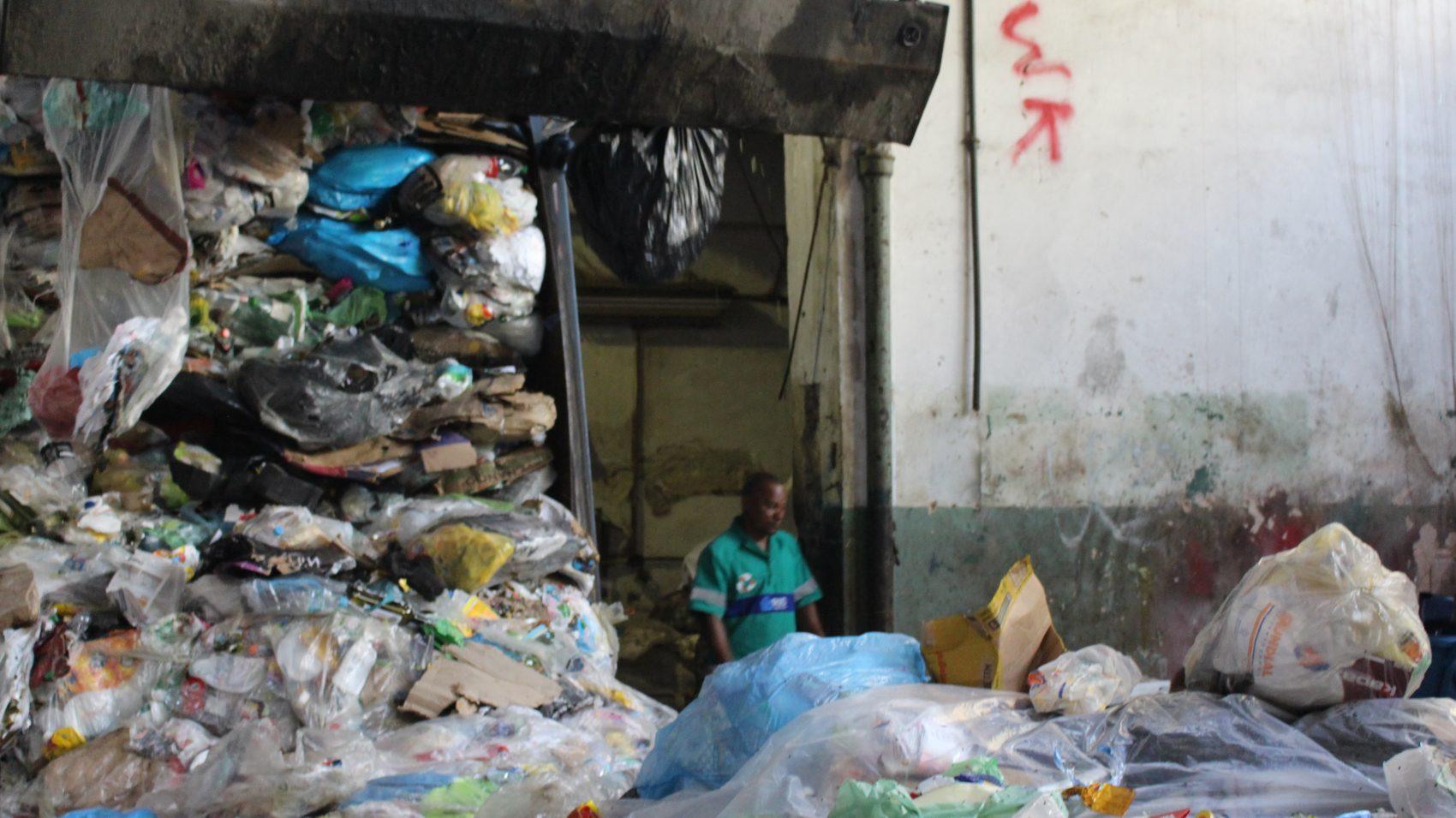 Galpão da Coopama, Maria da Graça, subúrbio do Rio (Foto Emanuel Alencar)