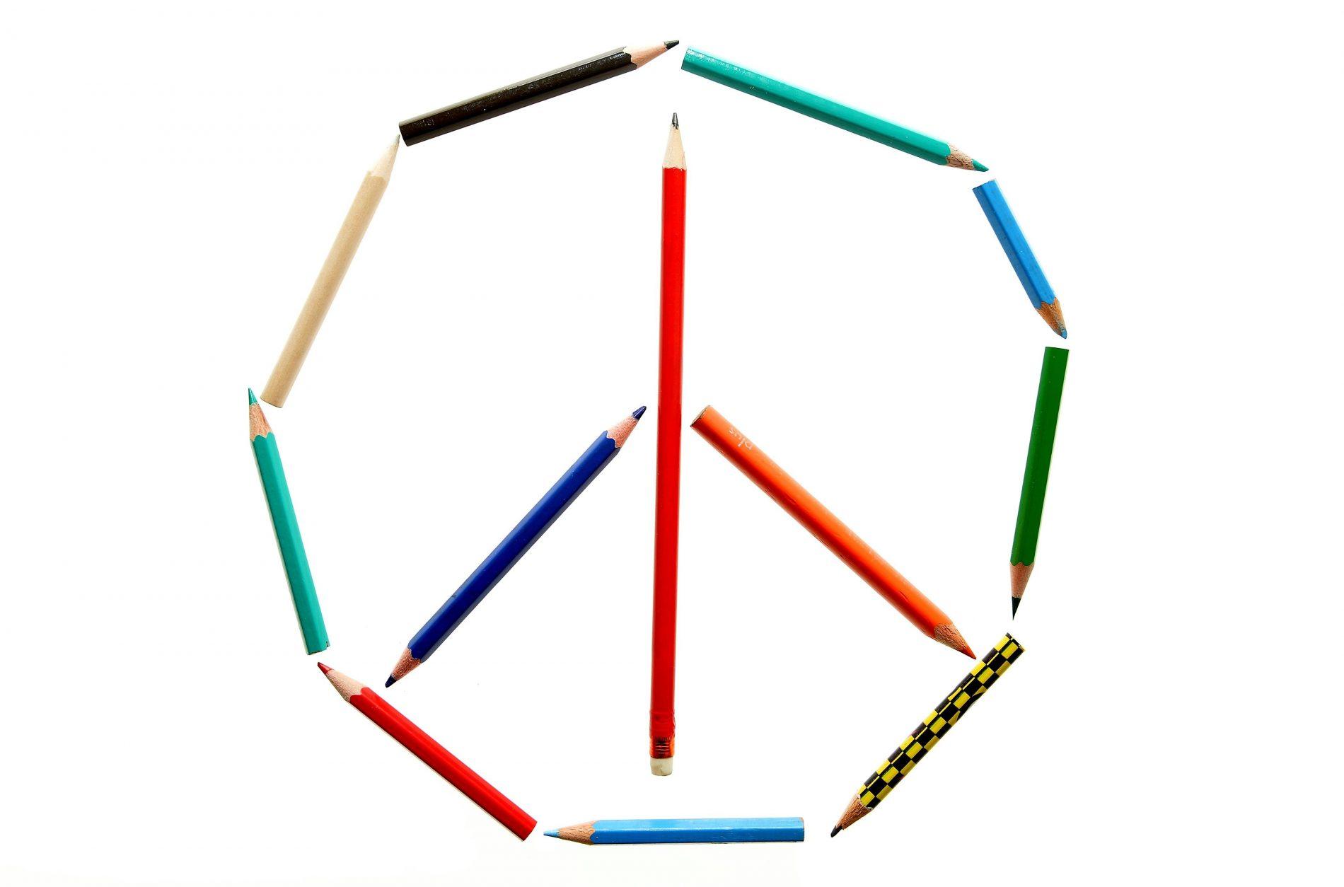 Lápis formam o símbolo da paz: precisa desenhar? Foto: Frank May/AFP