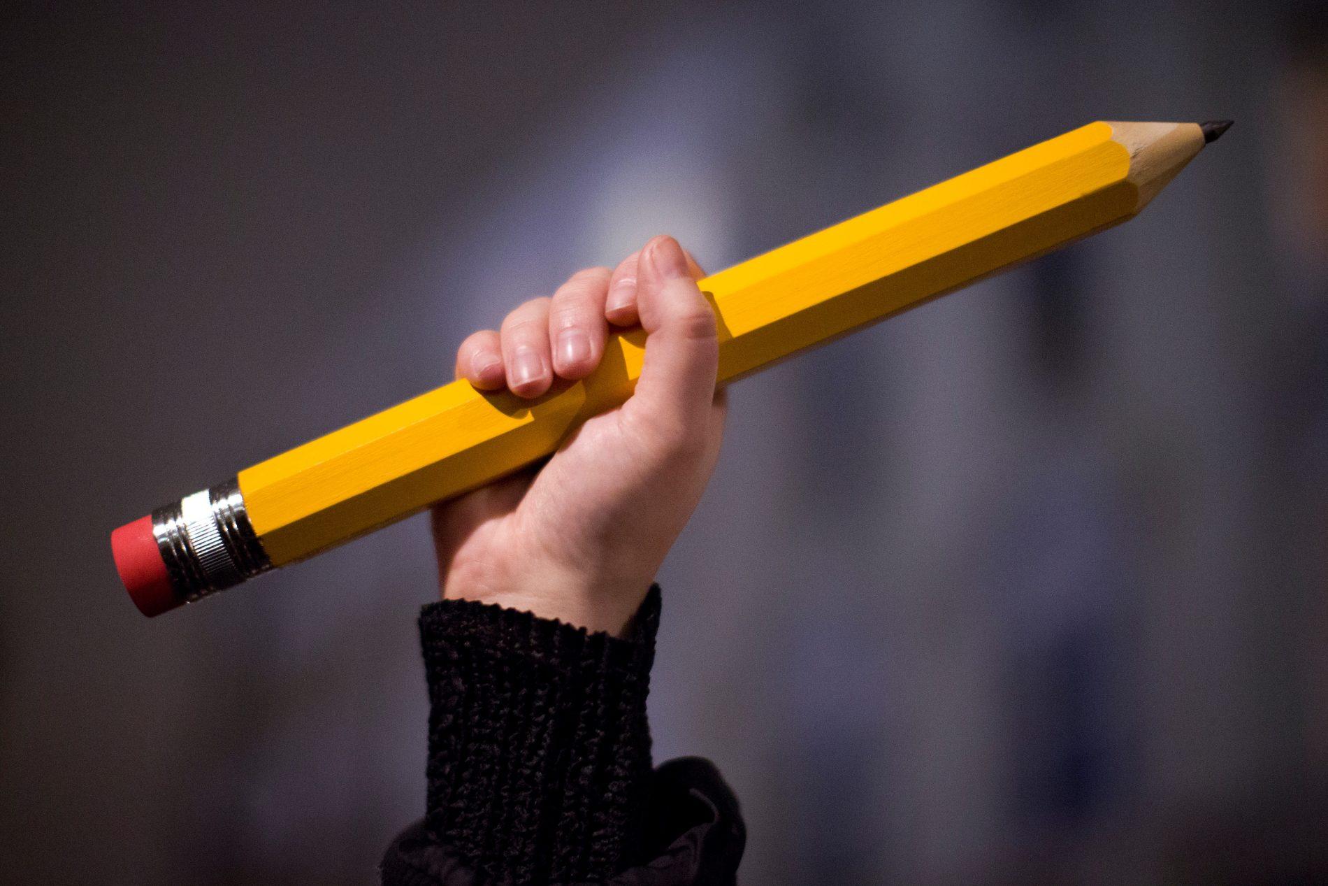 A força da educação contra o crime: pesquisa mostra que quanto maior o número e estudantes na escola, menor o número de homicídios.Foto: Justin Tallis/ AFP