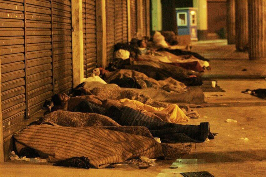 Noite numa calçada do Rio: Noite numa calçada do Rio: estimativa é de mais de 100 mil pessoas em situação de rua no pais