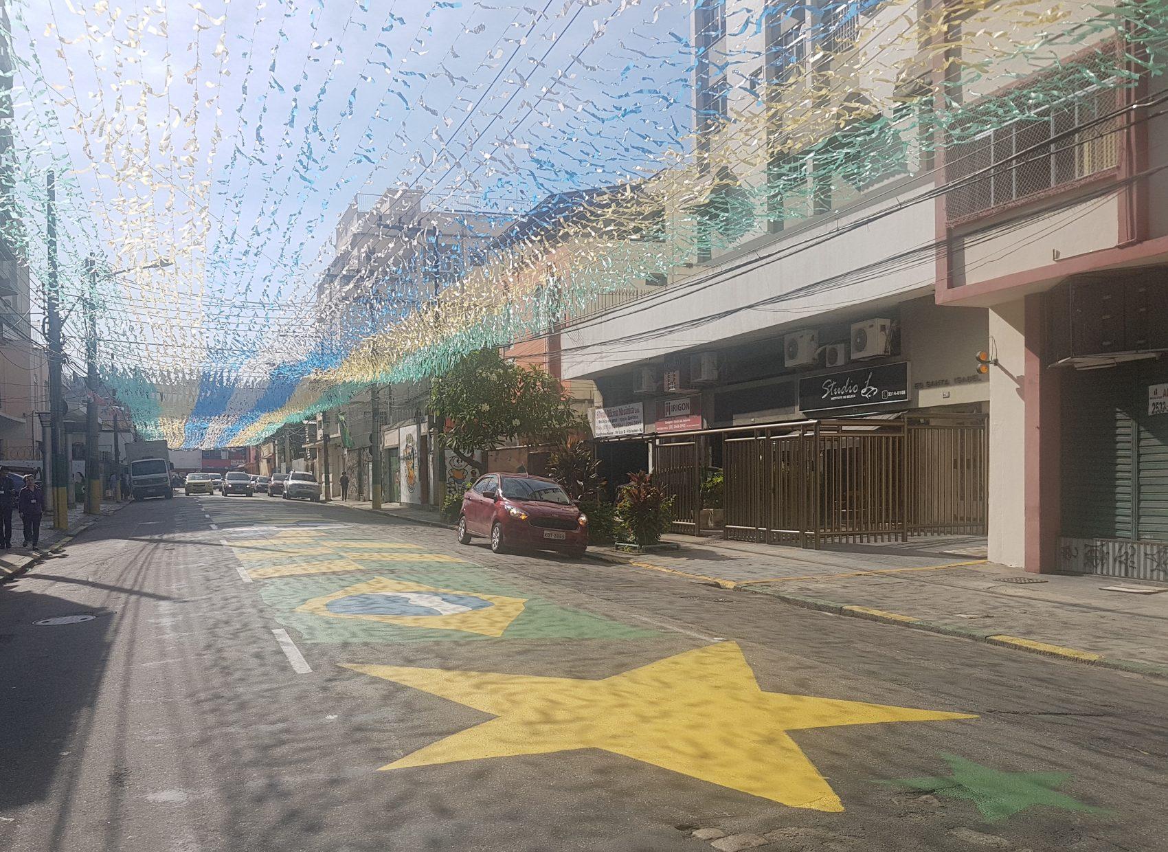 A rua Pereira Nunes no período pré-Copa (Foto Oscar Valporto)
