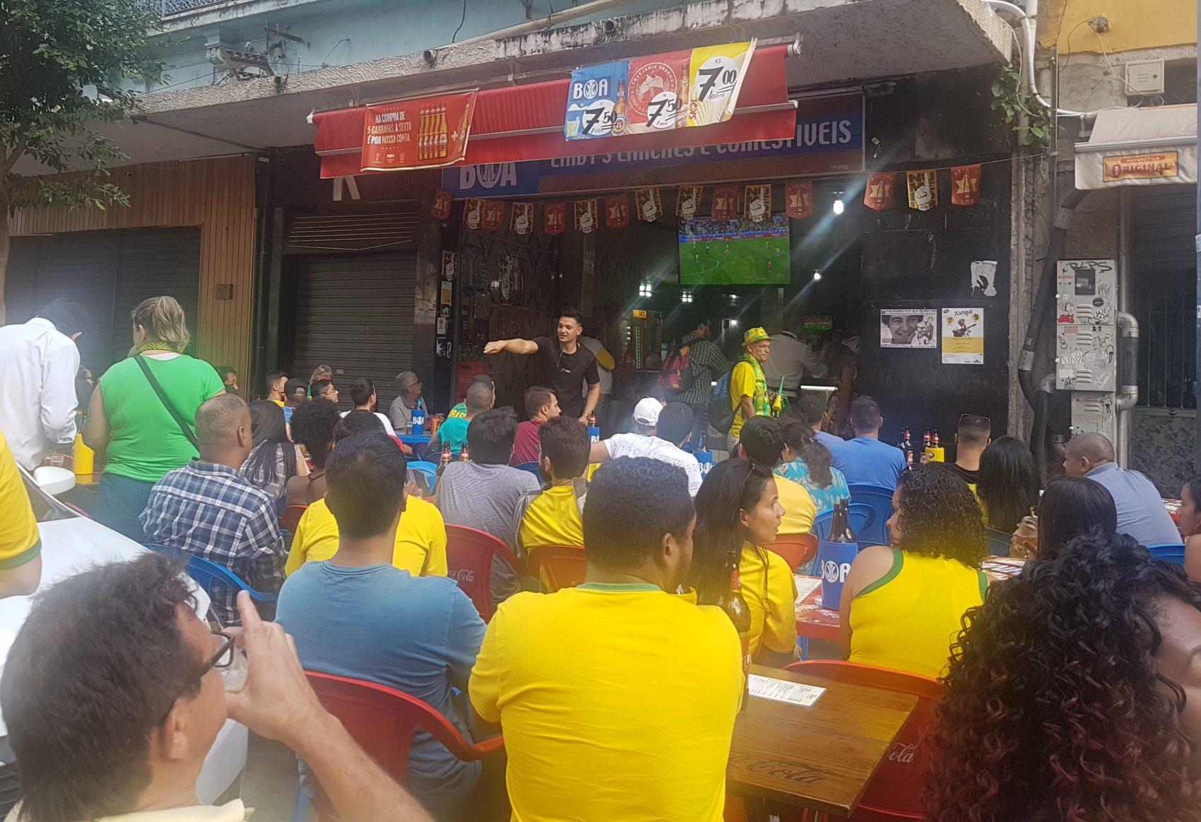 Em bares da Sacadura Cabral, torcida concentrada (Foto Oscar Valporto)