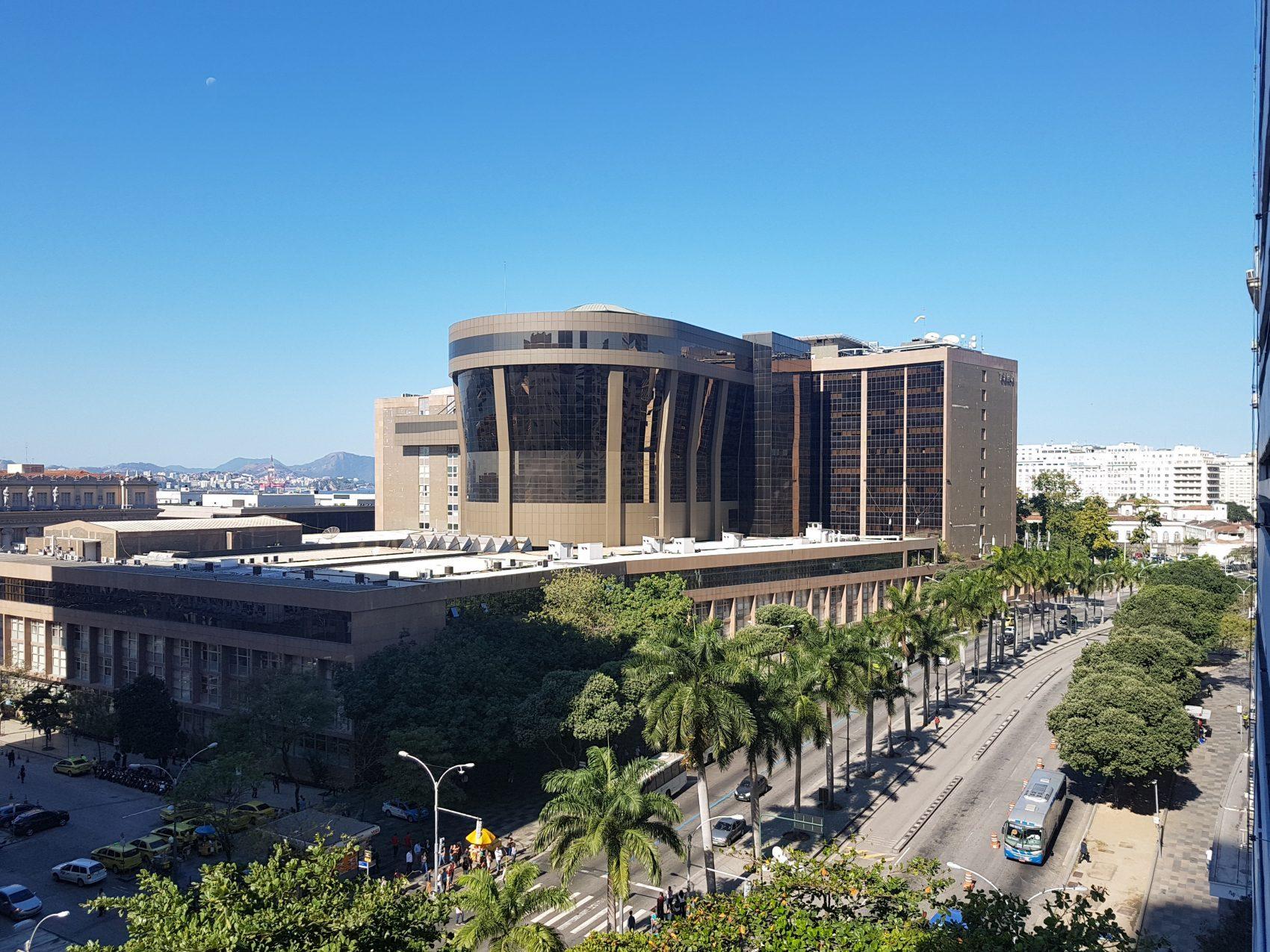 A Esplanada do Castelo: prédios no lugar do morro (Foto Oscar Valporto)