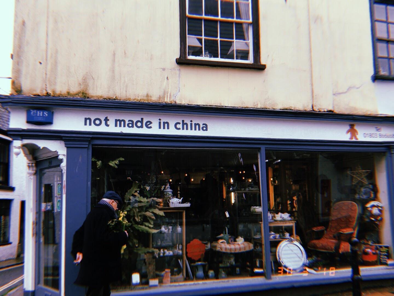 A loja de produtos locais na rua principal da pequena cidade de Totnes, na Inglaterra. Foto Maria Clara Parente