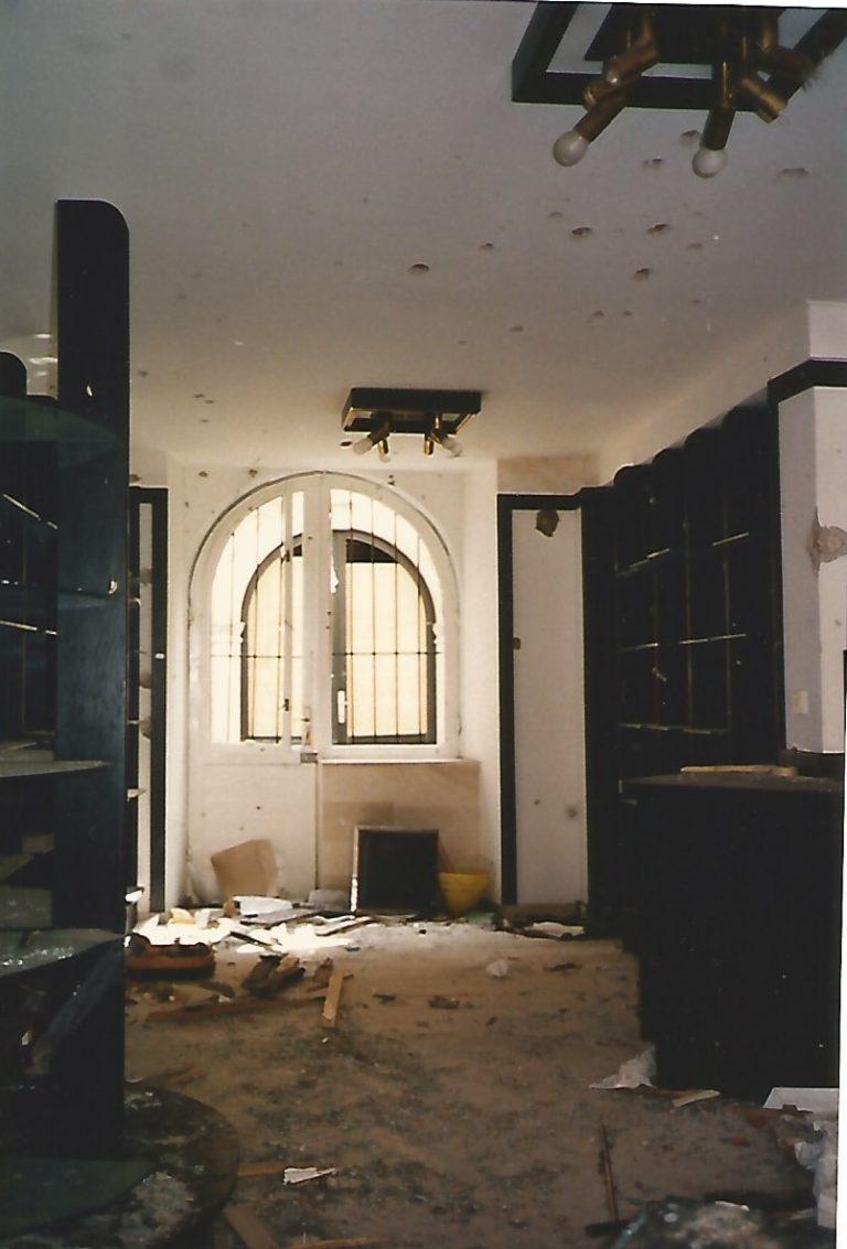 Loja destruída na medieval Dubrovnik (Foto Florência Costa, 26/04/1992)