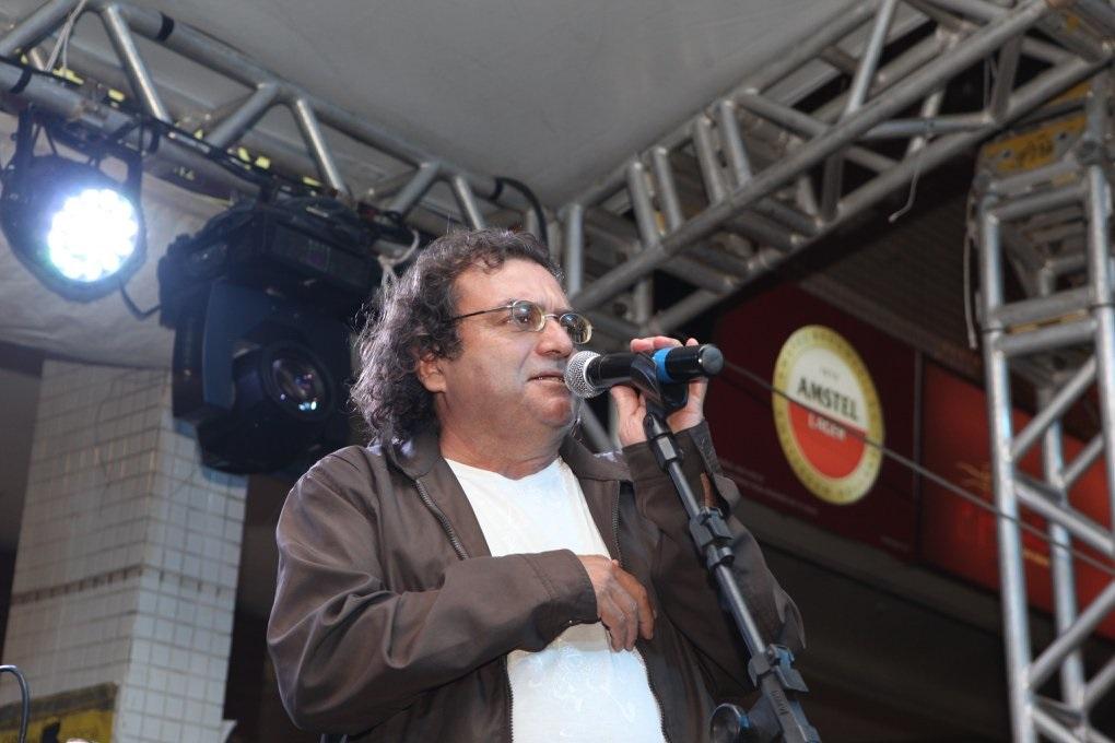 """O poeta Vicente Sá: """"A poesia é boa para tudo"""". Foto Arquivo Pessoal"""