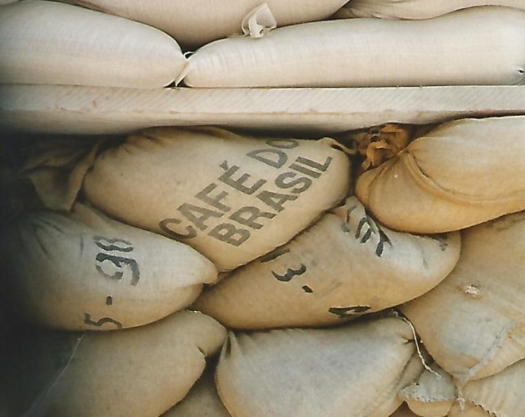 Detalhe de sacos do 'café do Brasil' que protegiam prédios em Zadar (Foto Florencia Costa)