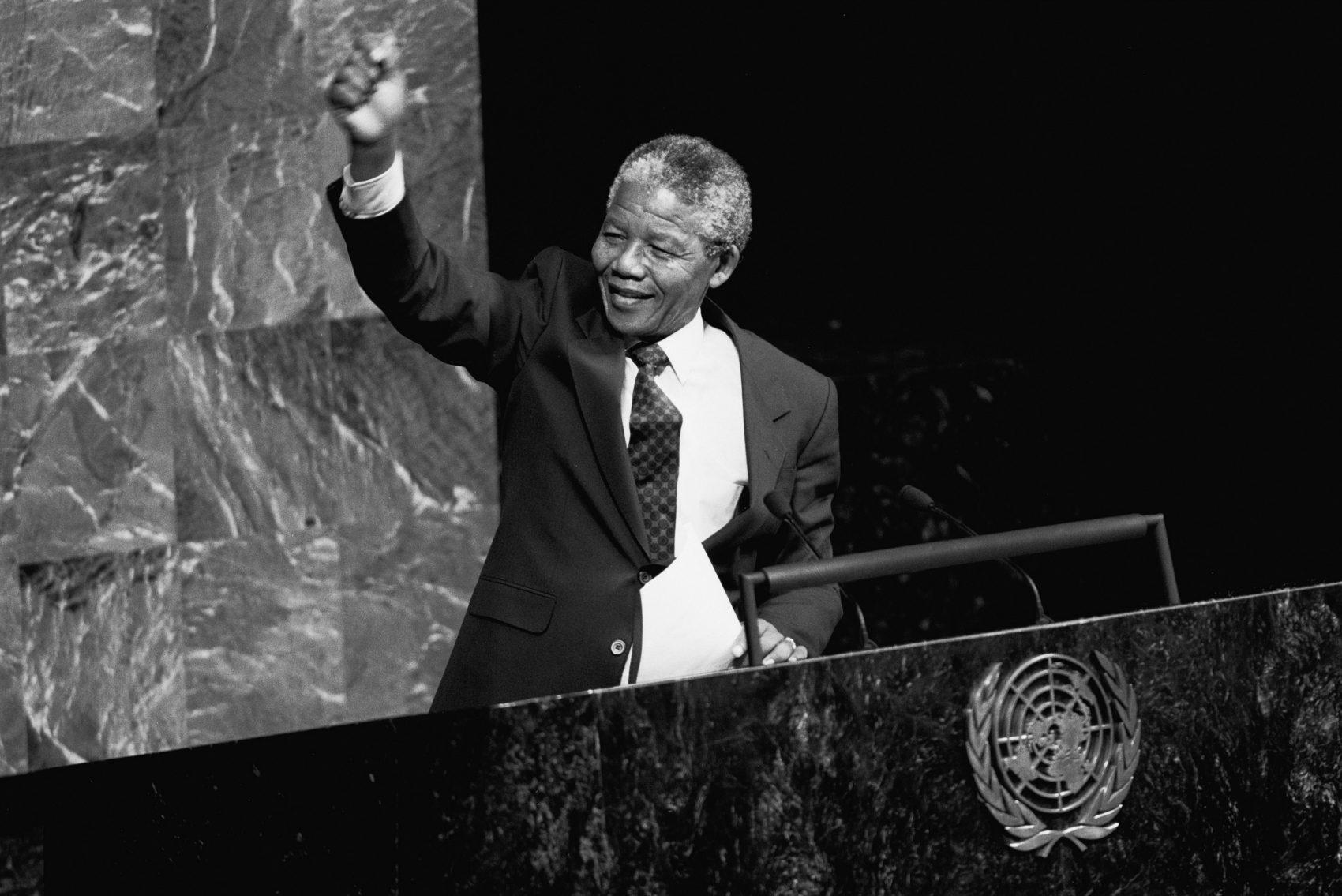Mandela discursando na ONU: o líder ganhou uma data comemorativa, que marca o dia de seu nascimento - o Mandela Day (Foto Ann Ronan Picture Library / Photo12/AFP)