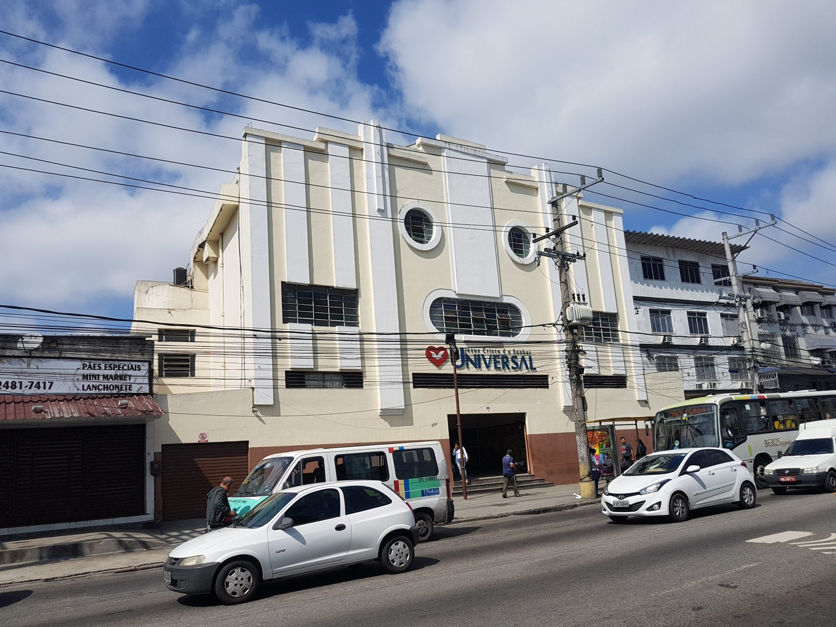 O prédio do Cine Irajá, mais um cinema que cedeu lugar a uma sede da Universal (Foto Oscar Valporto)